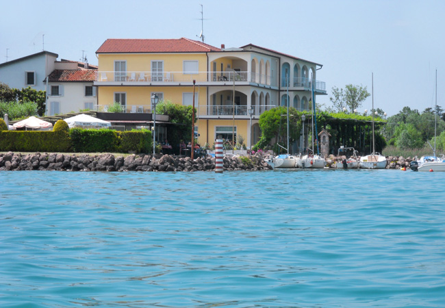 Hotel Al Pescatore rooms are equipped with every comfort