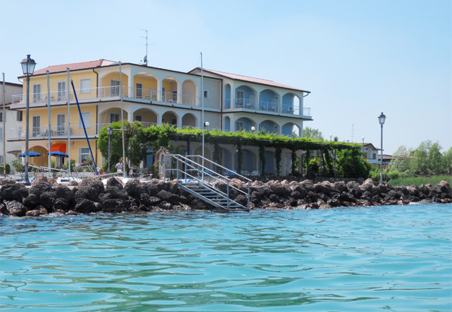 Hotel Al Pescatore Covered parking and underground garage